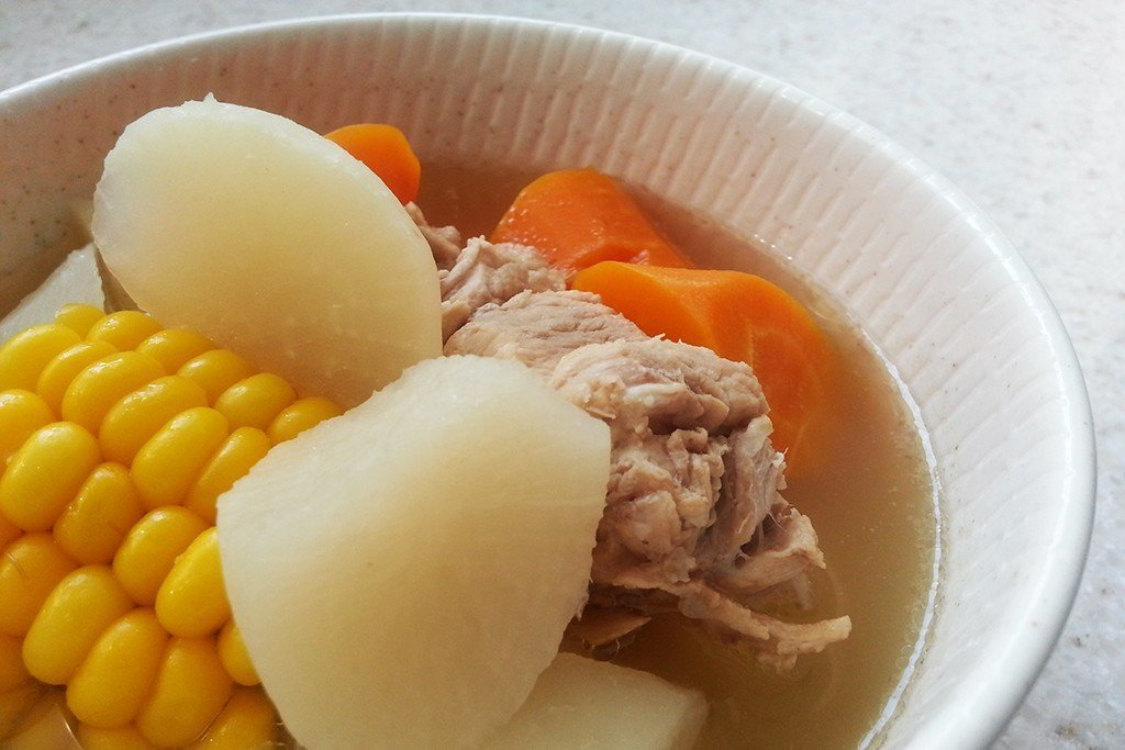Pork_Ribs_with_Carrot_and_Daikon_Radish_Soup_2