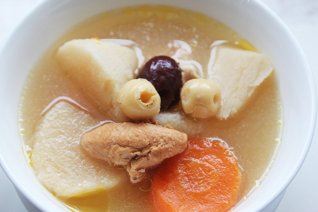Chinese_Yam_with_Carrot_and_Chicken_Soup1