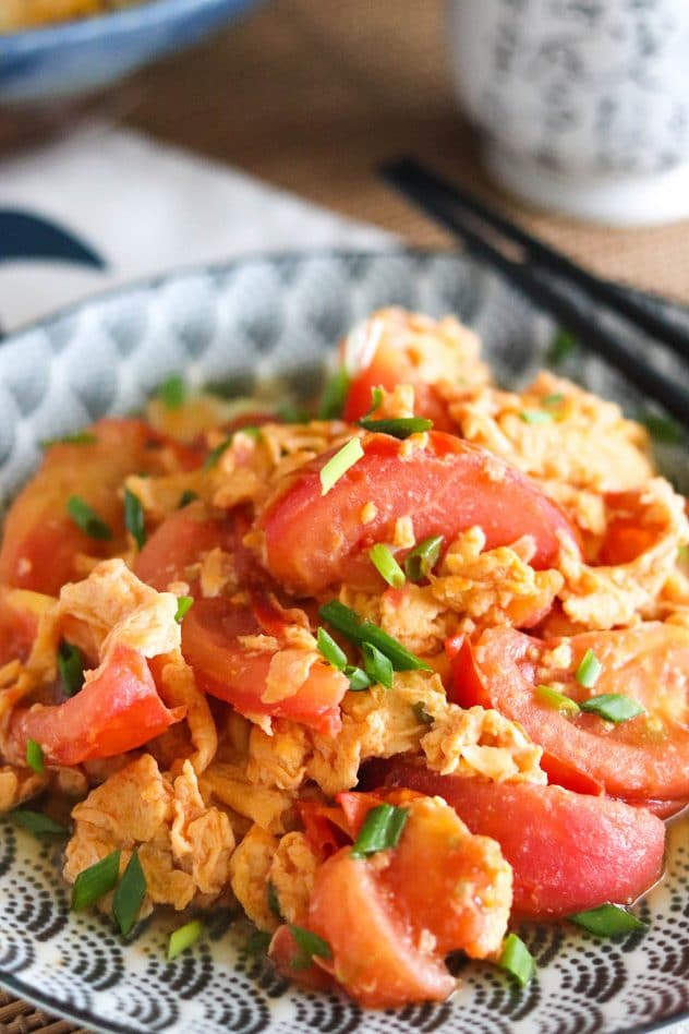 chinese dish of egg and tomato omelette