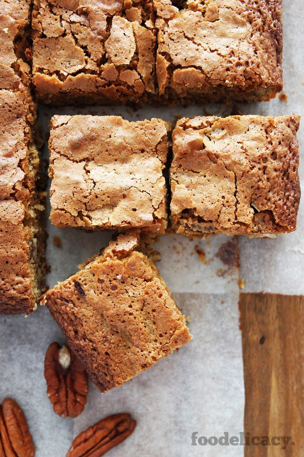 Cinnamon Pecan Blondies | foodelicacy