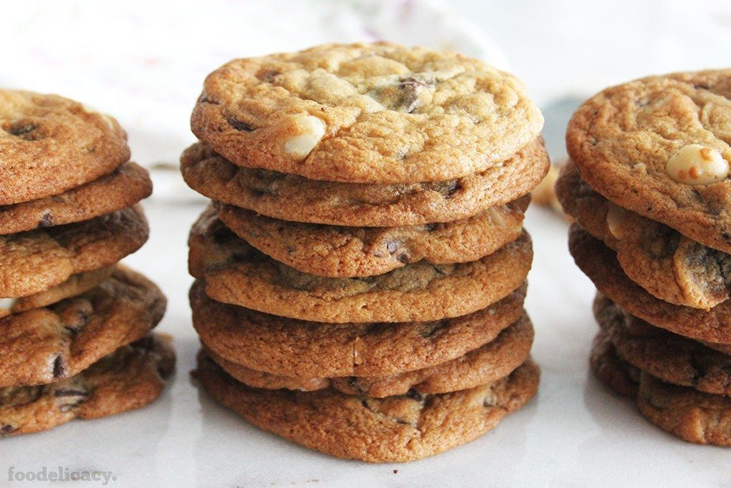 Chunky_Chewy_Chocolate_Chip_Cookies_3A