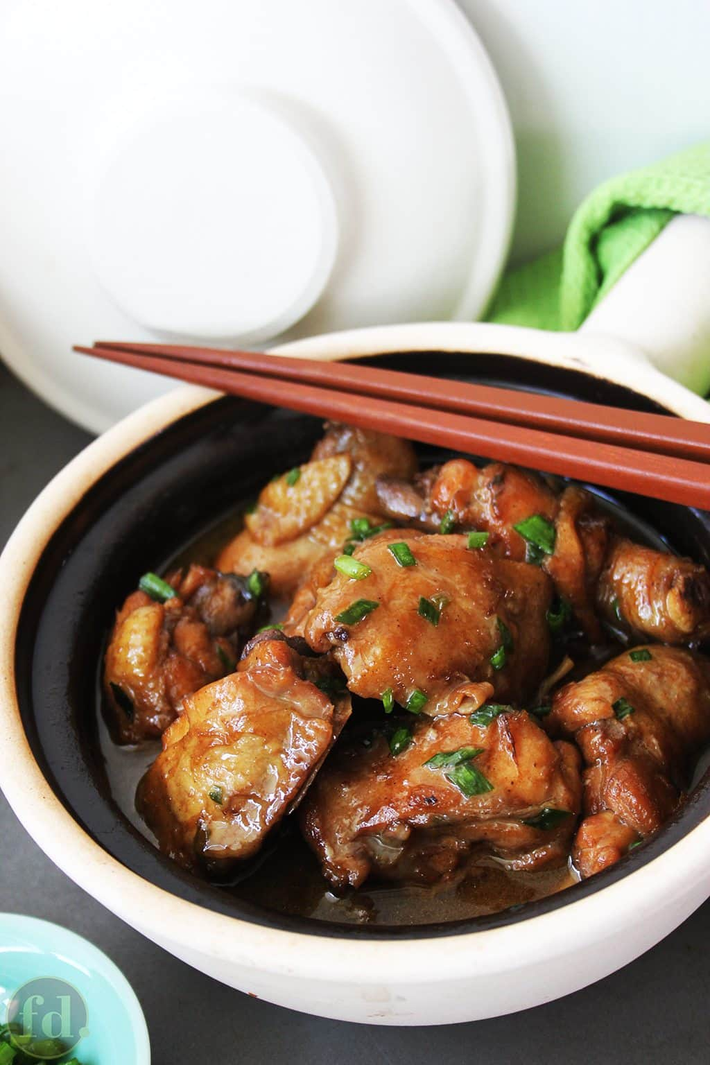 A Chinese dish of braised chicken in oyster sauce