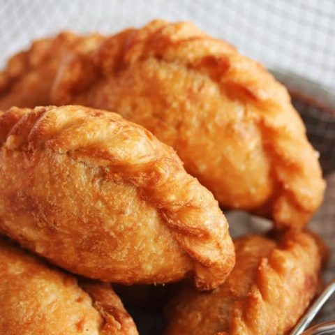Deep-fried Chicken Curry Puffs