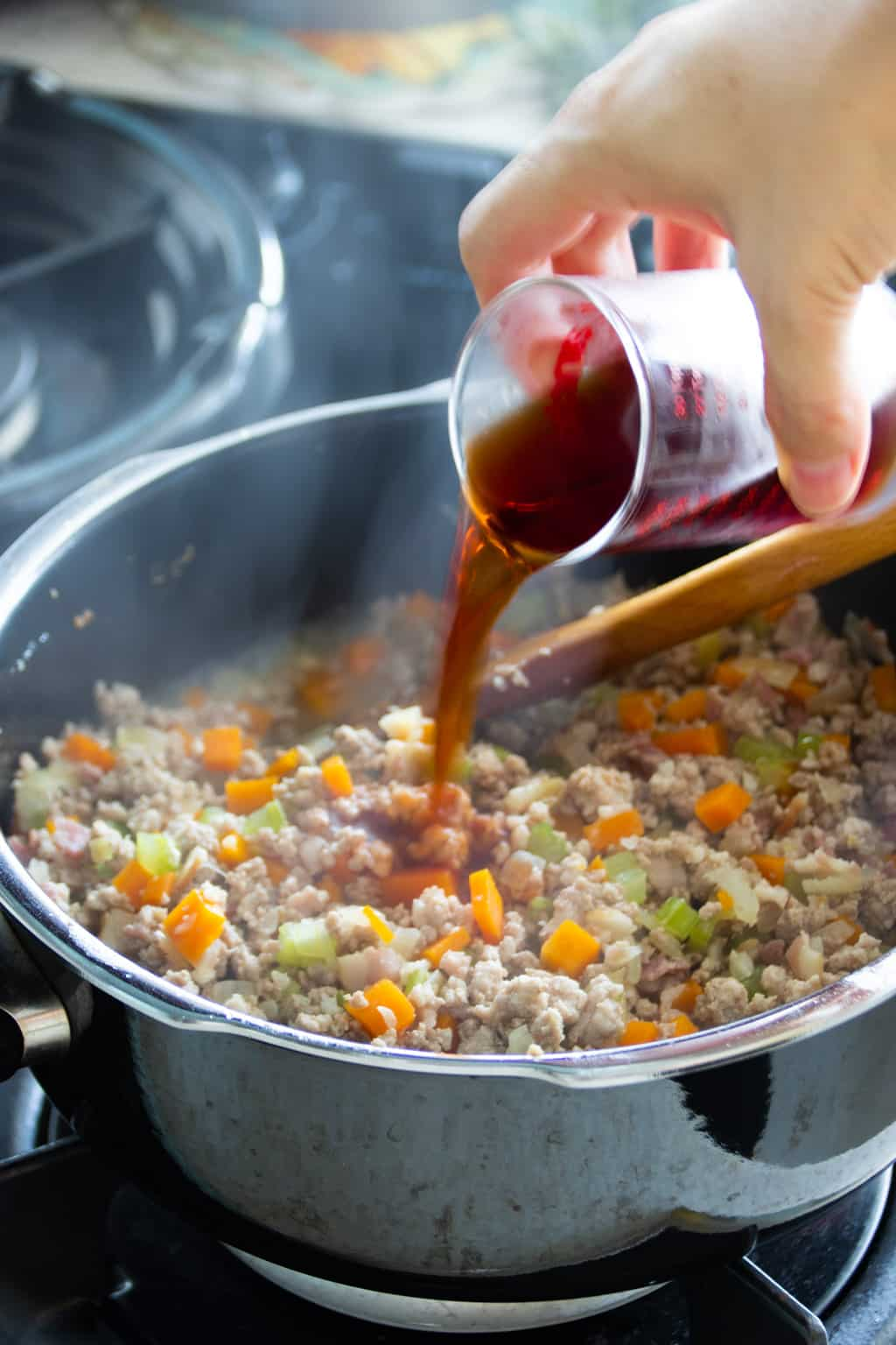 Adding red wine to bolognese sauce