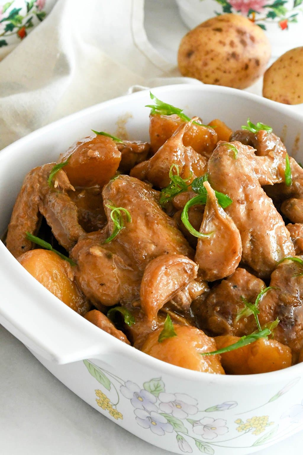 Tender braised chicken with potatoes